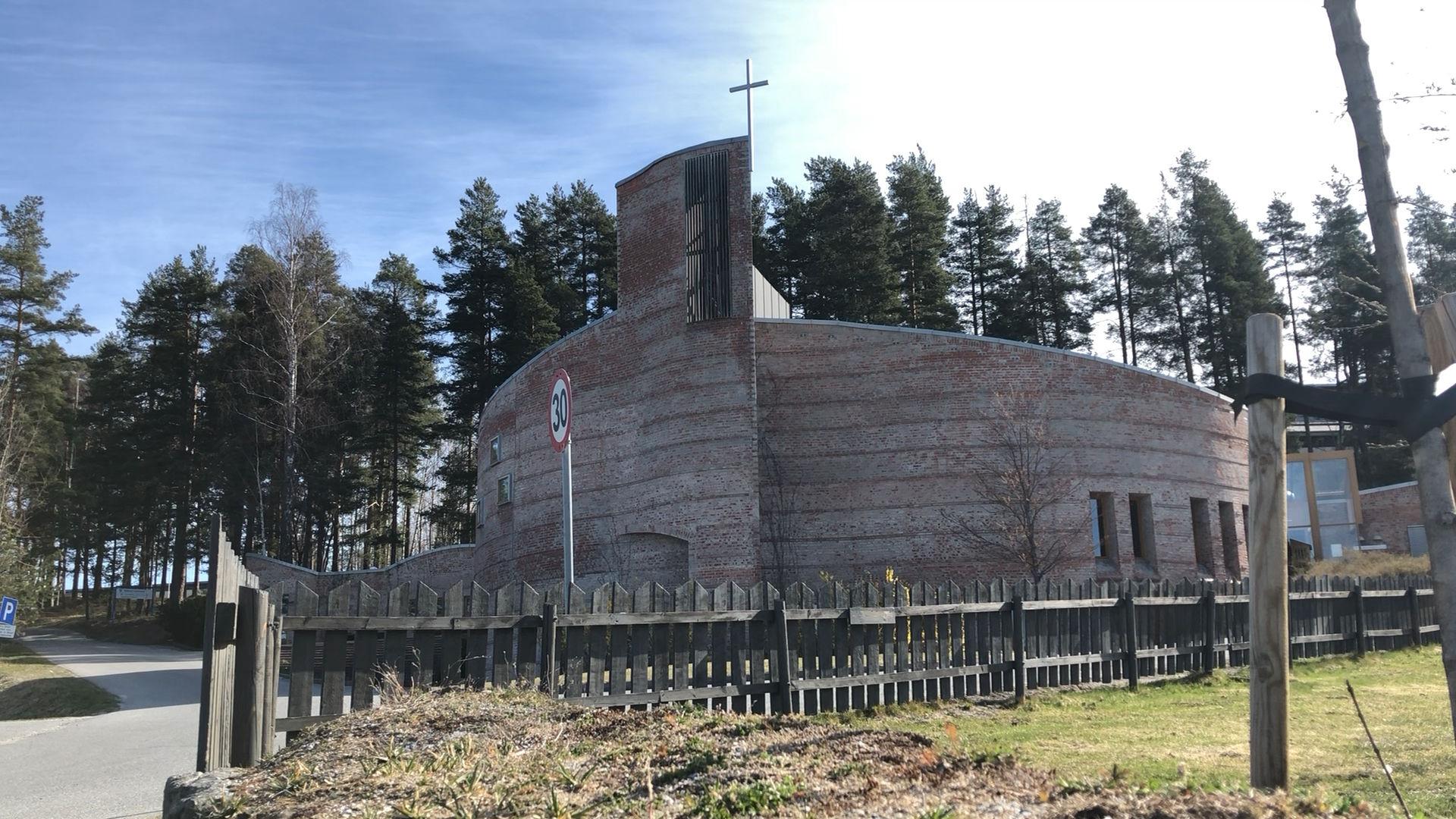 Gudstjeneste fra Åmot kirke søndag kl. 11:00