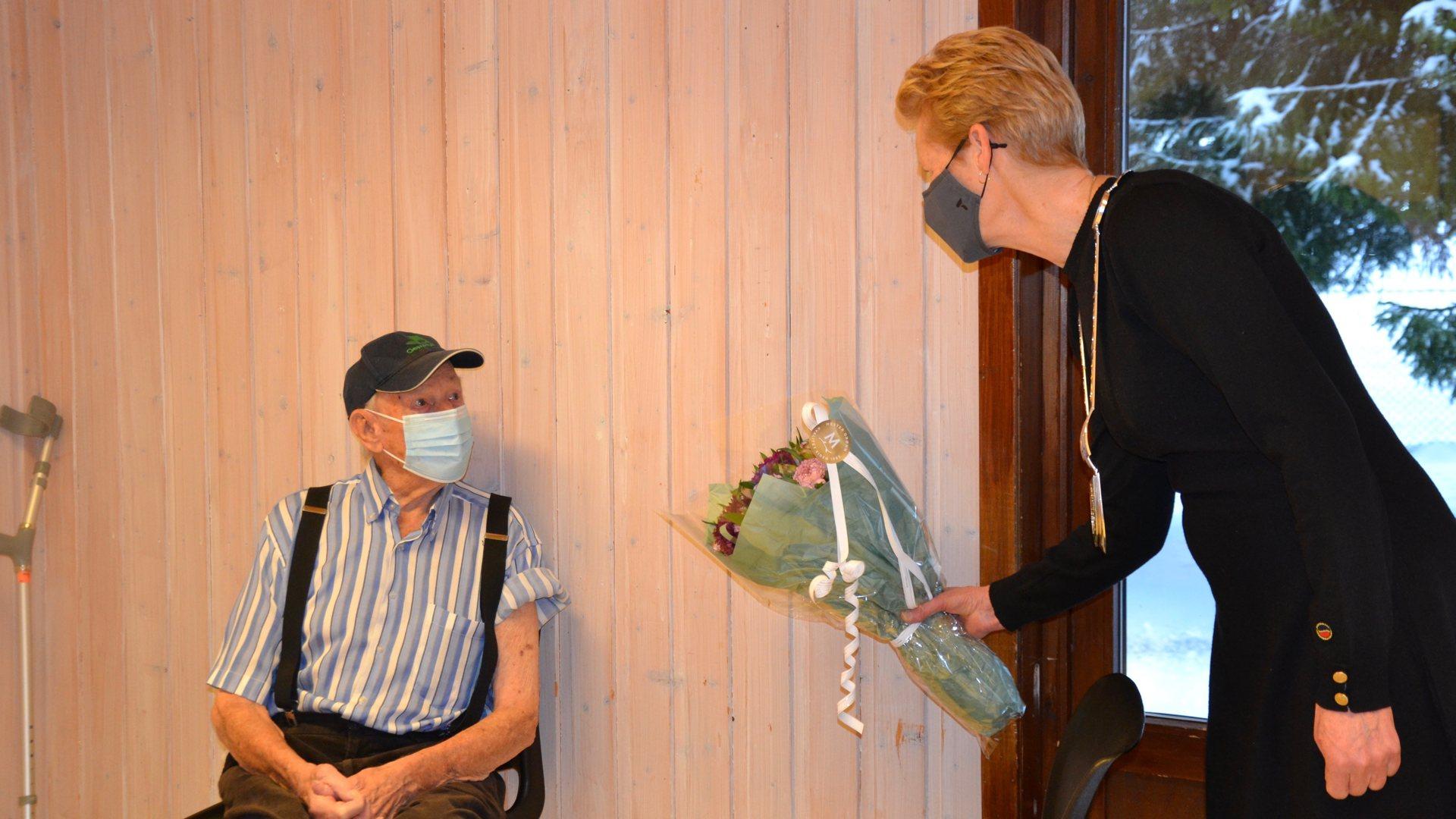 Kjetil fikk vaksine på 100-årsdagen