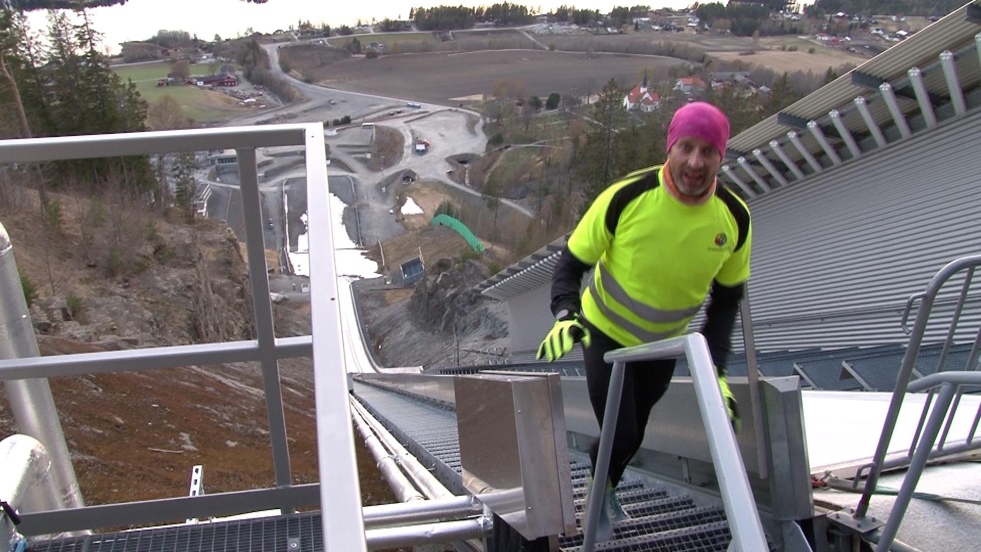 Einar gikk over 22.000 trappetrinn i Vikersund. Men målet var 100.000