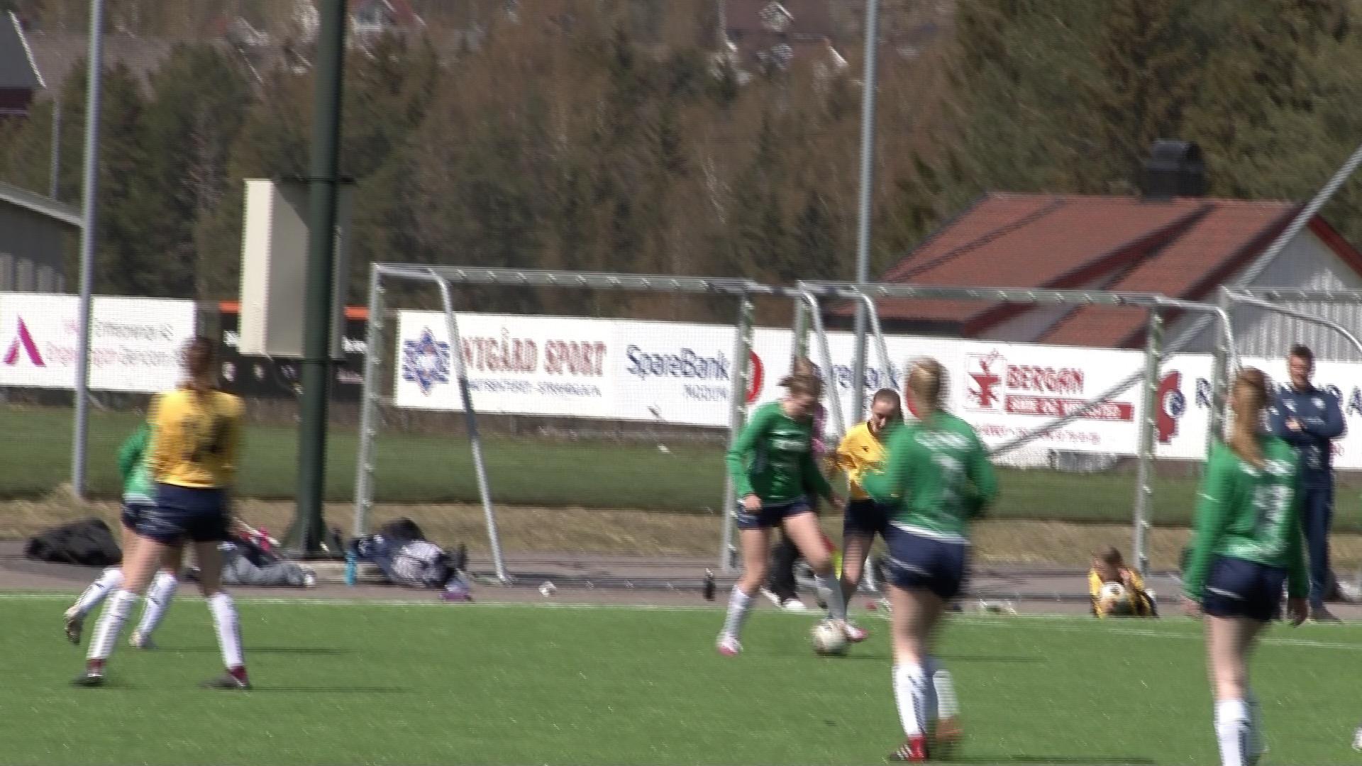 Arrangerte uhøytidelig fotballcup for jenter. Bostedadresse avgjorde hvilket lag man spilte på