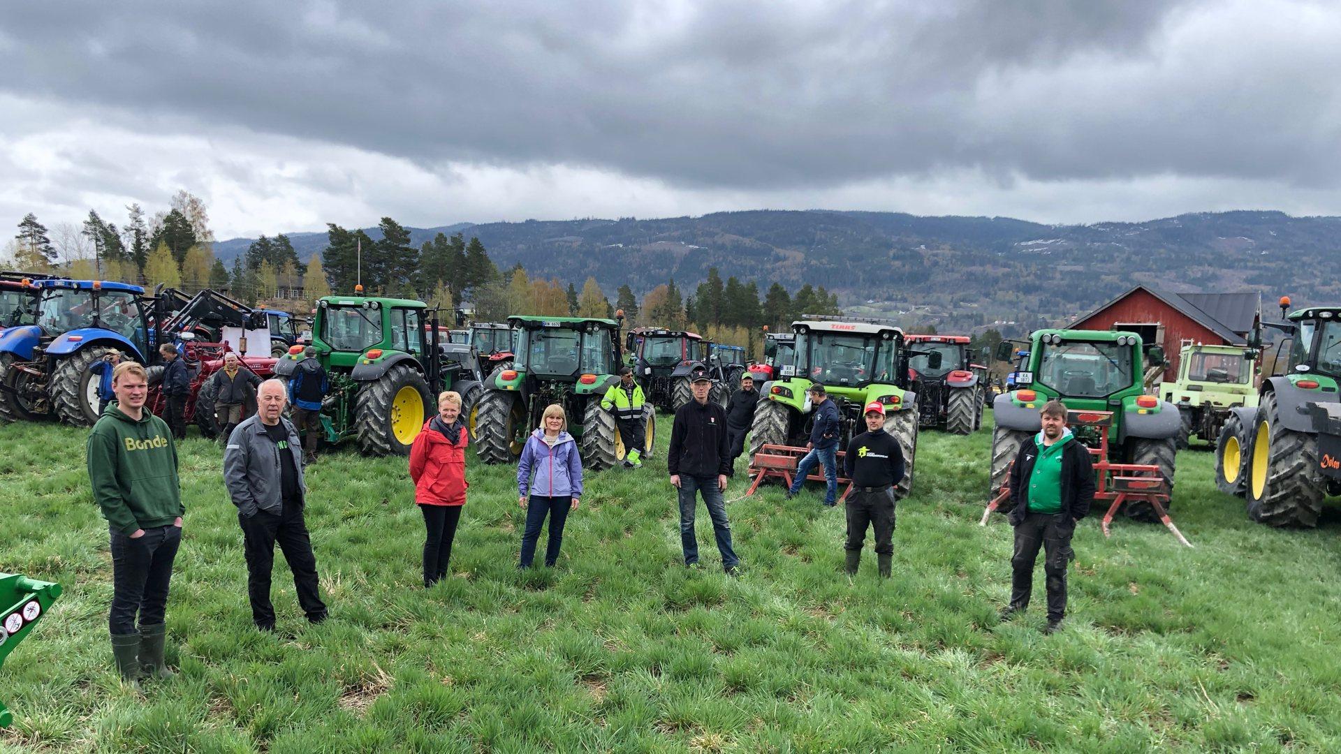 Samlet 215 traktorer. Lokale bønder viser sin misnøye mot staten