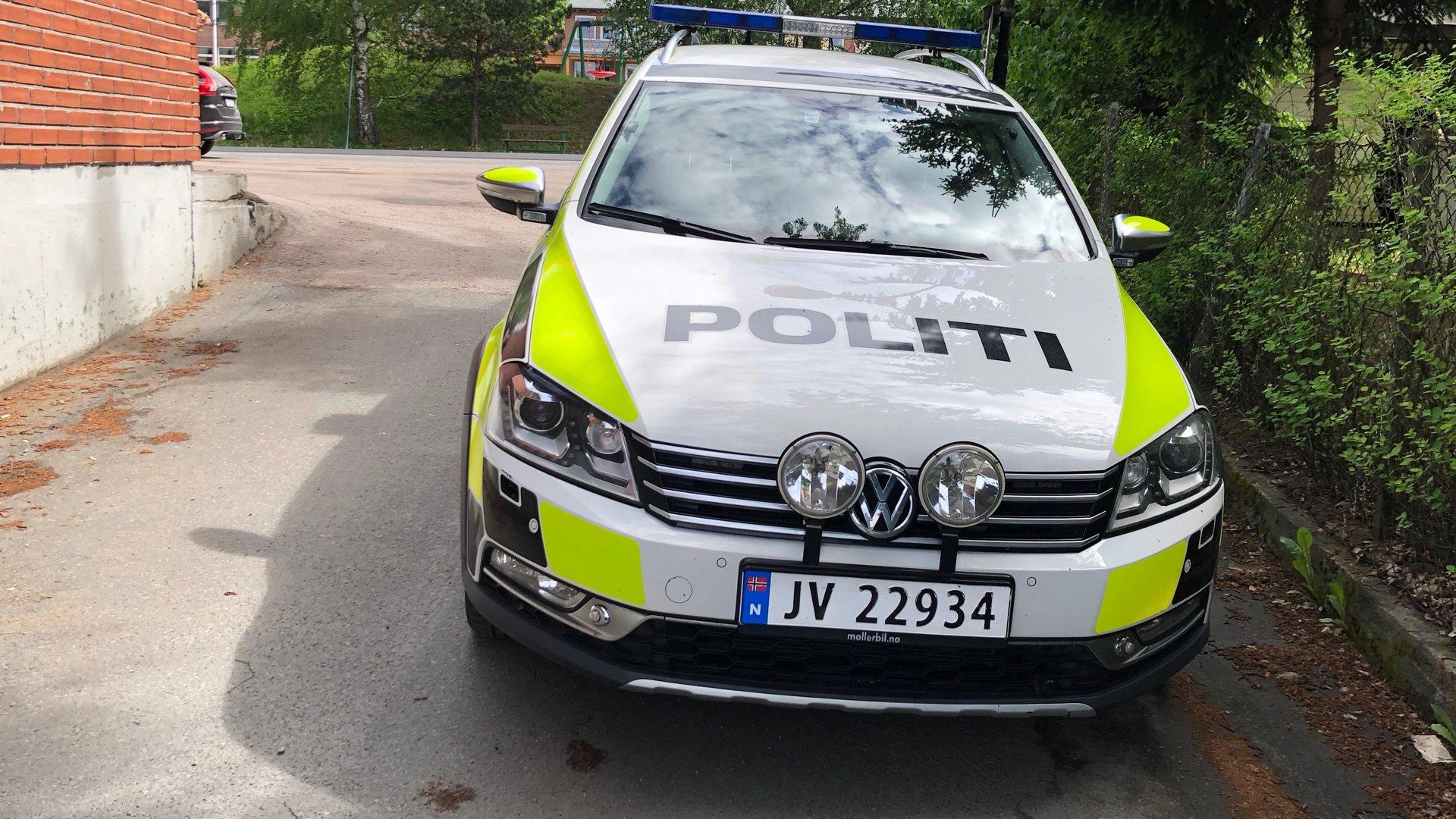 Politiaksjon i Åmot. Skal ha følt seg truet av to personer med våpen