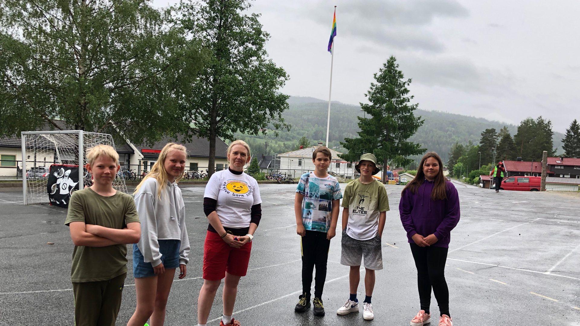 Heiste Regnbueflagget på Stalsberg skole