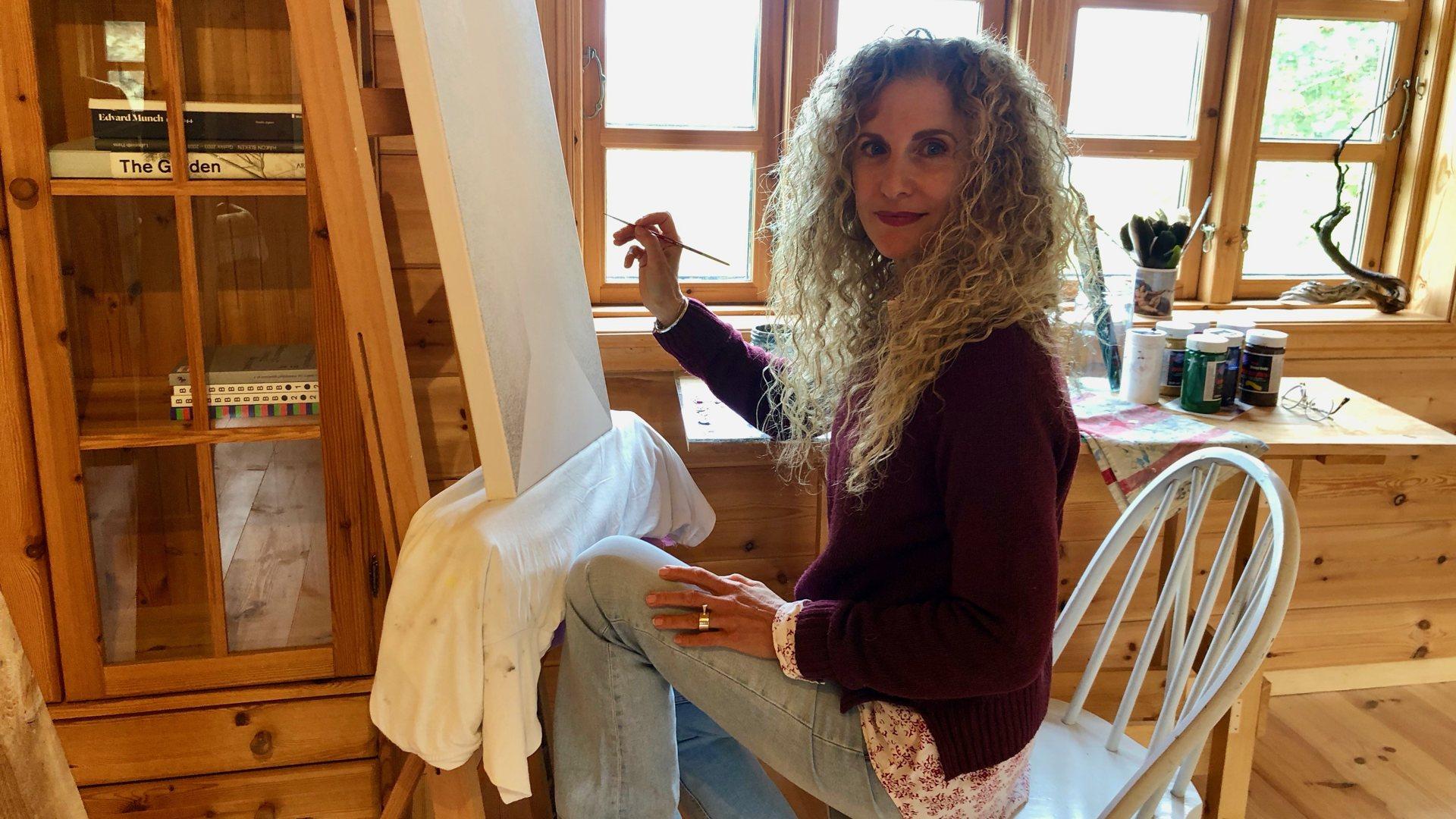 Kunstneren Elena pendler mellom Kypros og Modum